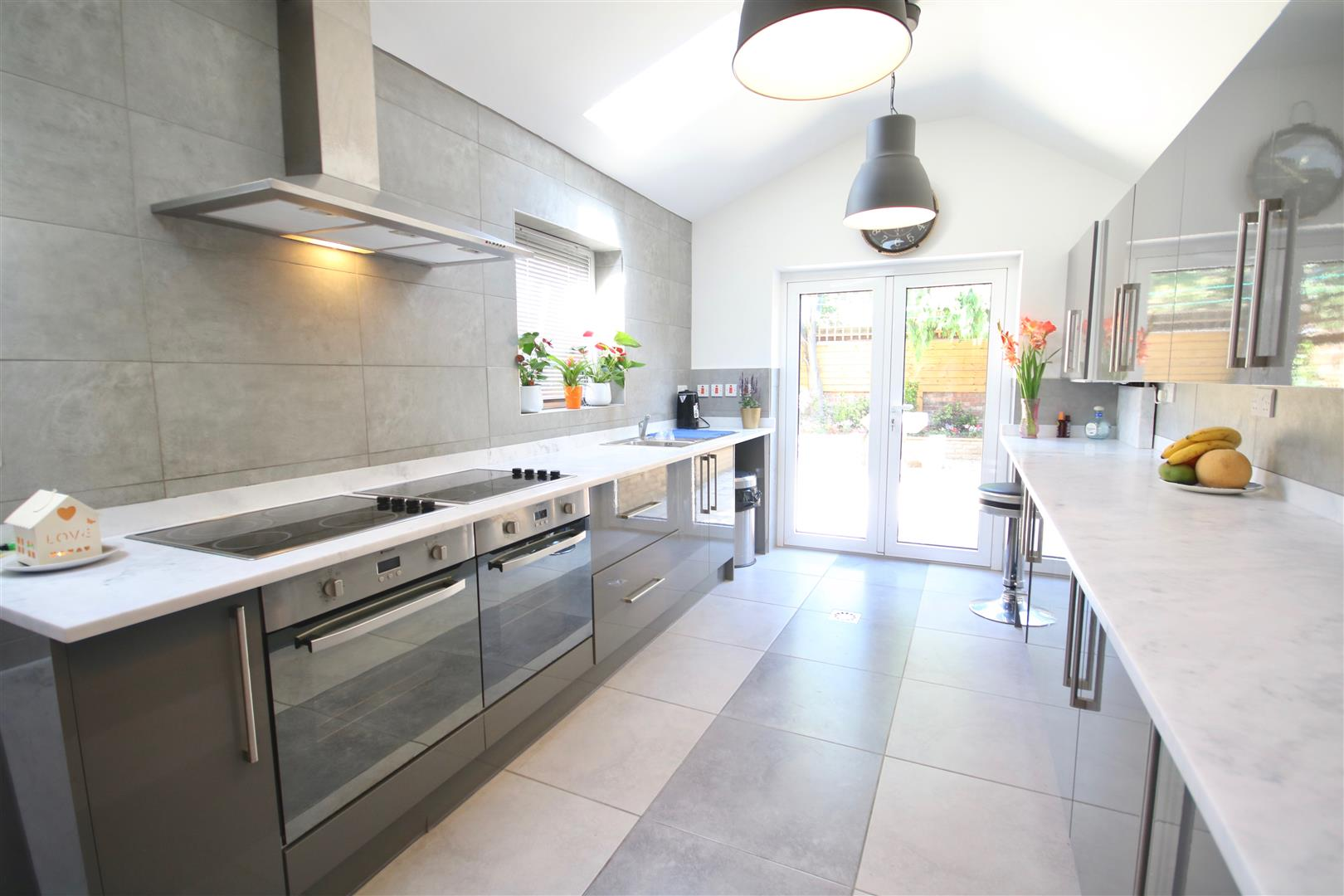 3 Bedrooms Terraced House for sale in A beautifully refurbished family home